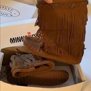 New Minnetonka size 3 dusty brown and grey
